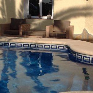 Loungen Bij Het Zwembad1